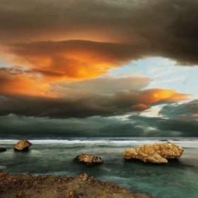 28012908 / Cuadro Nubes de fuego sobre el mar