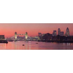 9390405 / Cuadro Tower Bridge and city of London with deep red sunset